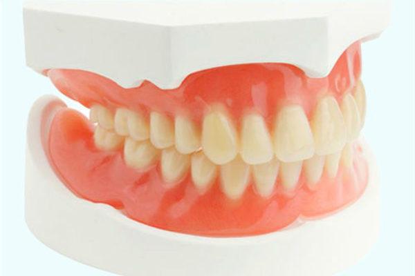 Cuidados imprescindibles para tu dentadura postiza