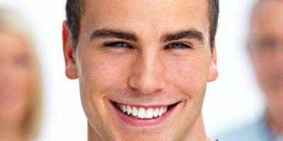 Beneficios del blanqueamiento dental y el peligro del carbón activado