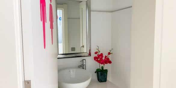 Entrada baños foto 2